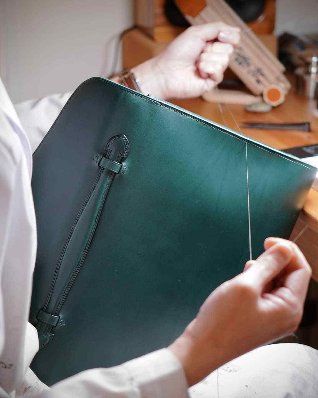 手工皮具制作培训_一款简约的公文包制作过程 - 皮小匠